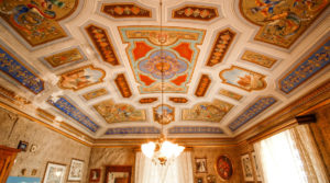 Ortigia ancient residence with vaults and frescoes